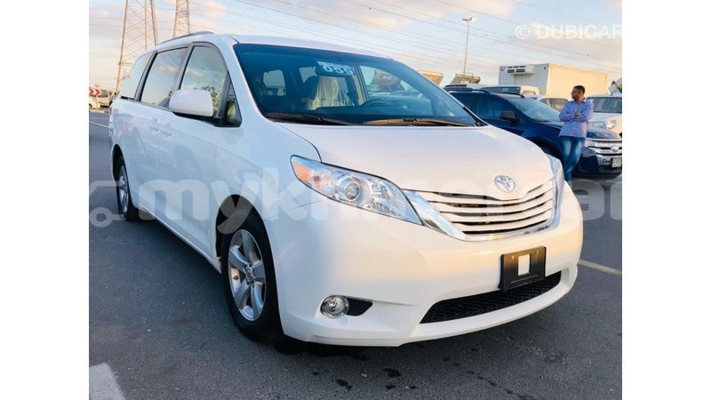 Big with watermark toyota sienna kampot province import dubai 4445