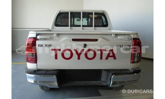 Buy Import Toyota Hilux White Car in Import - Dubai in Kampot Province